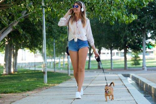 Köpeğinizi Kaliteli Yürüyüşlere Çıkarmanız Gerektiğine Dair 5 Sebep