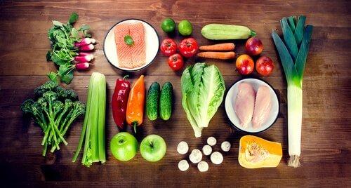çeşitli sebze ve proteinler