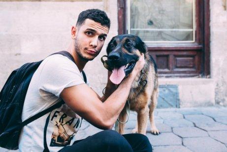 köpek ve sahibinin fotoğrafı