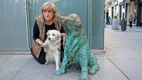 Terk Edilmiş Köpekler İçin Dikilen Heykel