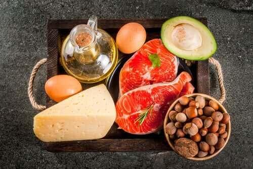 tabak içerisinde çeşitli yiyecekler